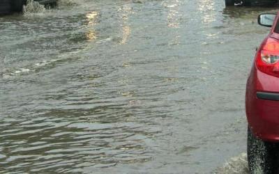Drumuri blocate din cauza apelor în vestul ţării