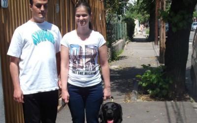 Doi tineri din Arad, printre primii din ţară care văd cu ajutorul unui câine ghid