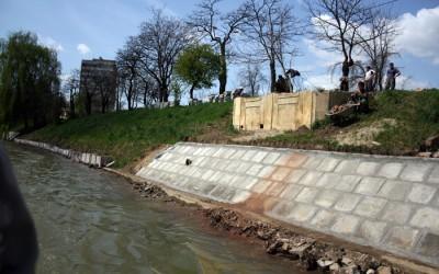 Lucrari de consolidare a canalului Bega