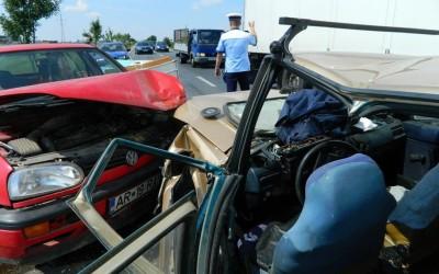 Patru raniti in urma unui accident rutier la Arad