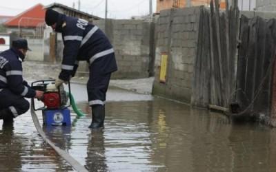 Mai multe gospodării au fost inundate în nordul judeţului Hunedoara din cauza unei ploi torenţiale