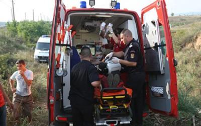 O femeie a scapat cu viata dupa ce masina ei a fost lovita de tren la Pui
