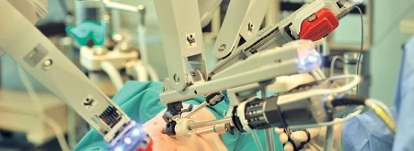 robot pentru interventii chirurgicale laparoscopice la Spitalul Judetean Timisoara