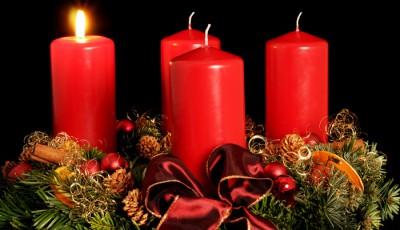 Catolicii sarbatoresc prima duminica de Advent prima lumanare de Advent coronita