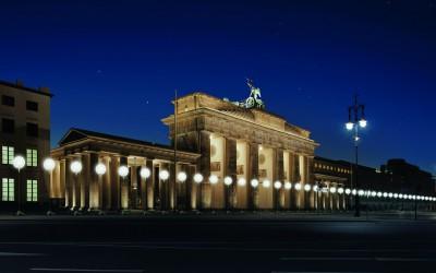 Zidul Berlinului, reconstruit din 8.000 de baloane luminoase pentru a marca 25 de ani de la căderea sa