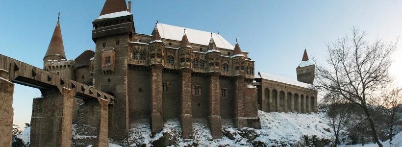 Castelul Corvinilor iarna