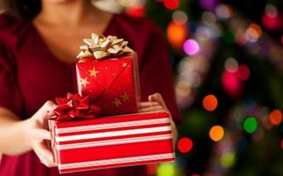 Sondaj: 7 din 10 români vor oferi cadouri celor dragi de Crăciun