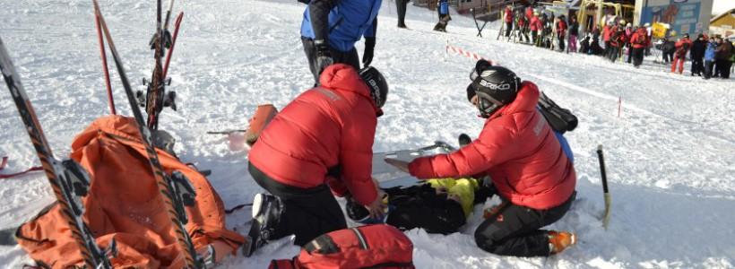 Zeci de accidentați la schi
