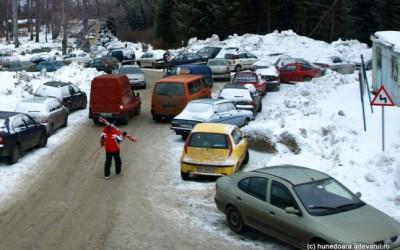 Accesul maşinilor va fi limitat în staţiunea Straja pentru a preveni blocajele