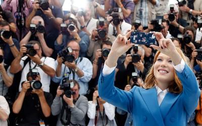 Festivalul de la Cannes lansează o campanie împotriva selfi-urilor pe covorul roşu