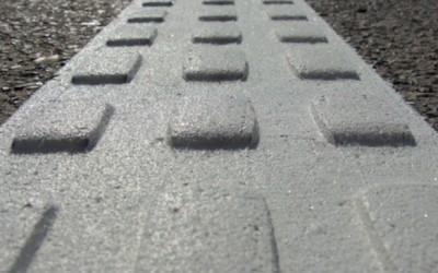 Marcaje tactile pe trecerile de pietoni din Arad