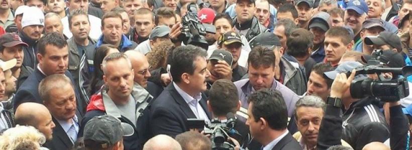 Protestul minerilor din Valea Jiului s-a încheiat la Petroşani, după ce liderii acestora au semnat un protocol cu ministrul Energiei, Andrei Gerea.