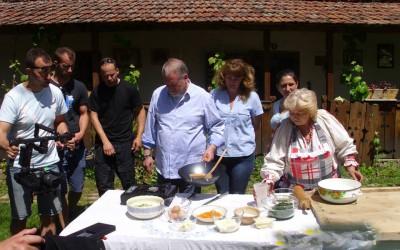 Prăjiturile bunicii din Banat, la Paprika TV . Filmari la Muzeul Satului Banatean din Timisoara