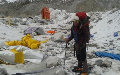 Alpinistul aradean Zsolt Torok in tabara de baza de pe Everest dupa avalansele provoccte de cutremurul din Nepal