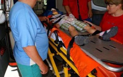 Un copil de şapte ani, din Hunedoara, a fost lovit la cap de o canapea pe care doi bărbaţi au aruncat-o de la etajul doi al unui bloc de locuinţe.