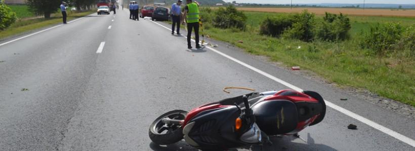 Un tânăr de 21 de ani şi-a pierdut viaţa, duminică, într-un grav accident rutier care a avut loc pe DN7, în zona localităţii Păuliş, din judeţul Arad