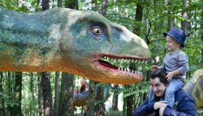 Dinozaurii pitici din Ţara Haţegului, promovaţi în cadrul Dino Parc Râşnov