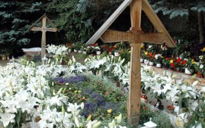 Mormântul părintelui Arsenie Boca a fost PROFANAT