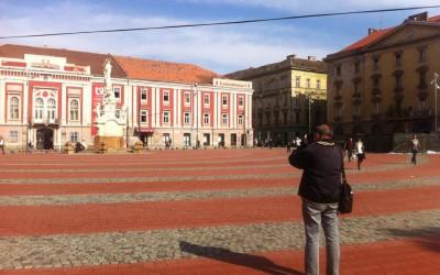 Turist în Piata Libertatii  Foto: M Ioncelescu