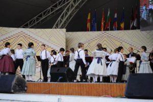 weekend-plin-de-distractie-la-timisoara-cu-doua-evenimente-in-parcul-rozelor-festivalul-folcloric-al-minoritatilor-etnice-si-festivalul-gastronomic-vezi-p