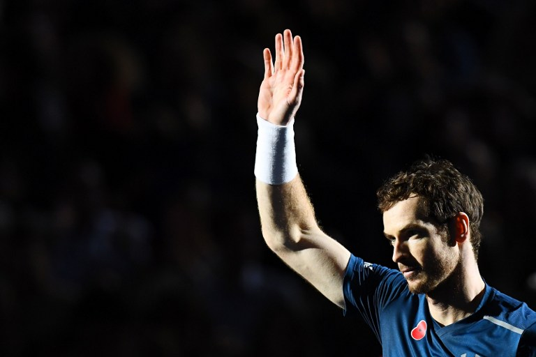 Britain's Andy Murray celebrates after winning his final tennis match against USA's John Isner at the ATP World Tour Masters 1000 indoor tournament in Paris on November 6, 2016. / AFP PHOTO / FRANCK FIFE