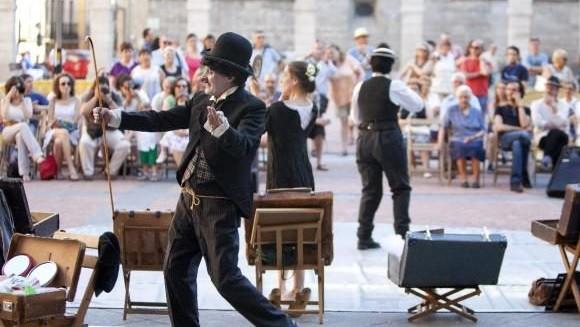 Teatru în stradă Glasul Hunedoarei