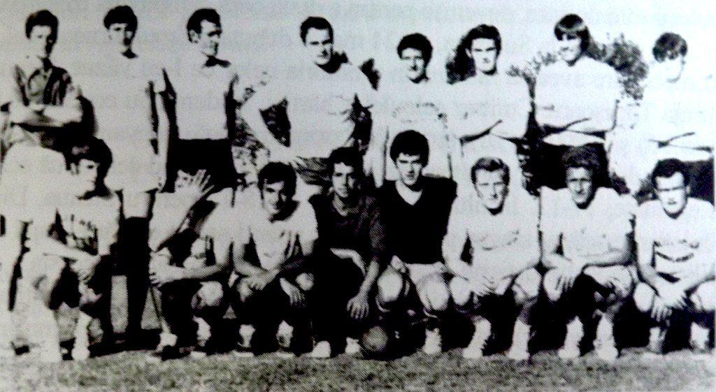 Hansi Schmidt (al patrulea din stânga, pe rândul de sus), în echipa Politehnicii de la începutul anilor 60