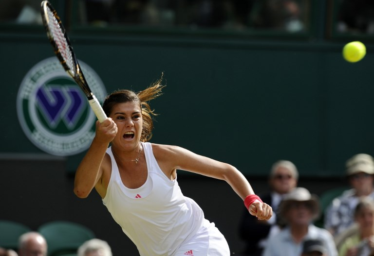 Sorana Cirstea of Romania plays against Victoria Azarenka of Belarus in a Women's Singles third round match on the fifth day of the 2009 Wimbledon Tennis Championships at the All England Tennis Club, in southwest London, on June 26, 2009. AFP PHOTO/ADRIAN DENNIS / AFP PHOTO / ADRIAN DENNIS