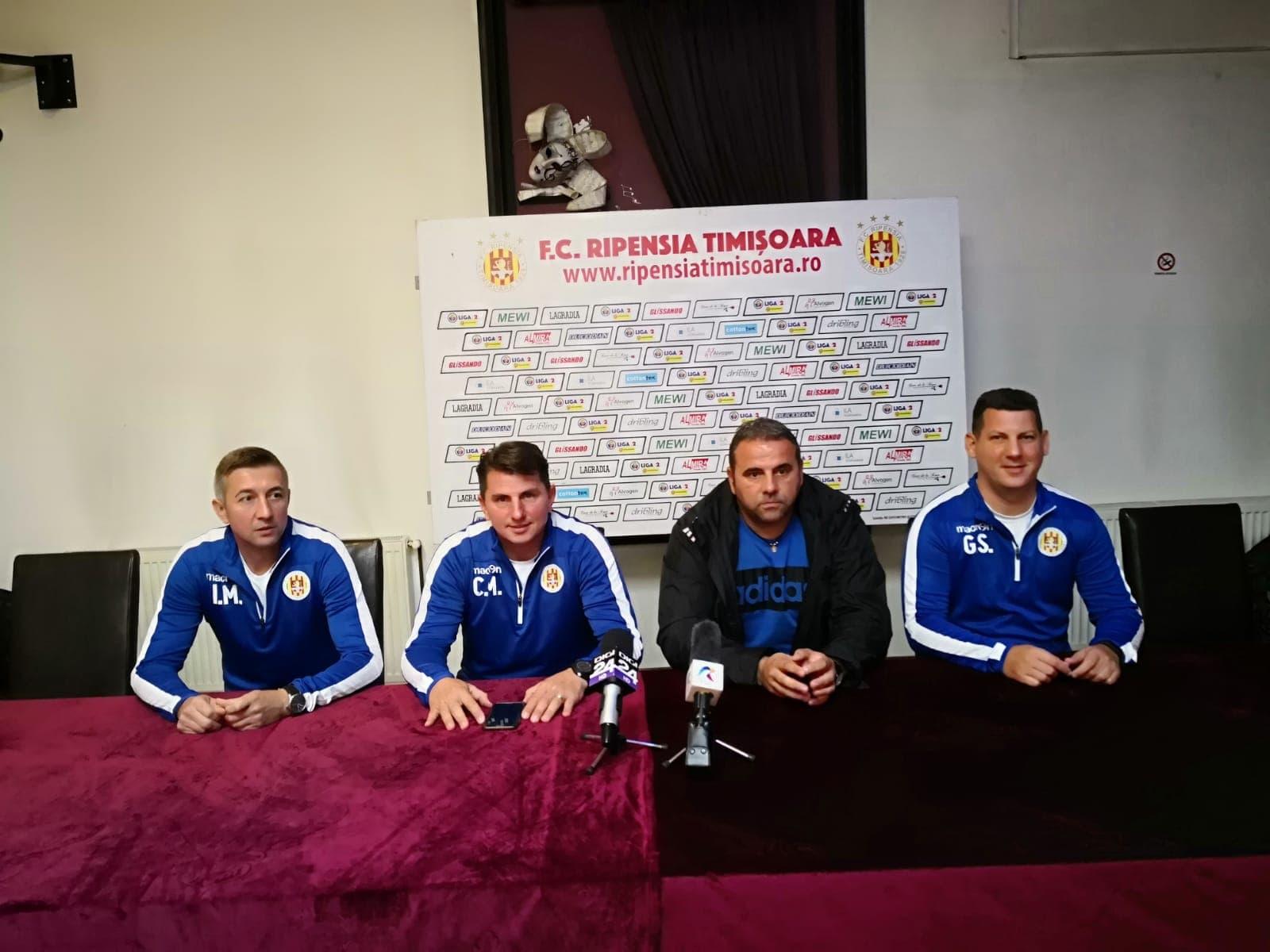 De la stânga, la dreapta: Iulian Muntean (secund), Călin Mada (secund), Alexandru Pelici (principal), Giury Stoianov (antrenor cu portarii)