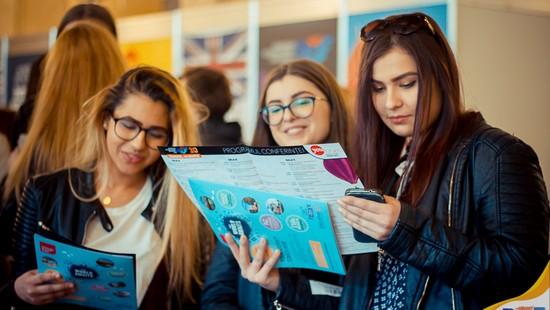Studii internaționale accesibile pentru elevii români la Târgul virtual de univesități RIUF